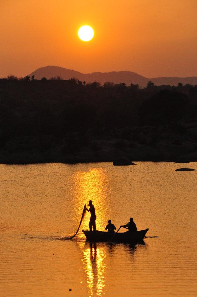 Vissers op het meer van Deogarh