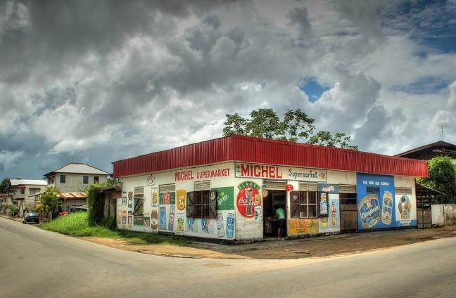 Buurt supermarkt in Paramaribo