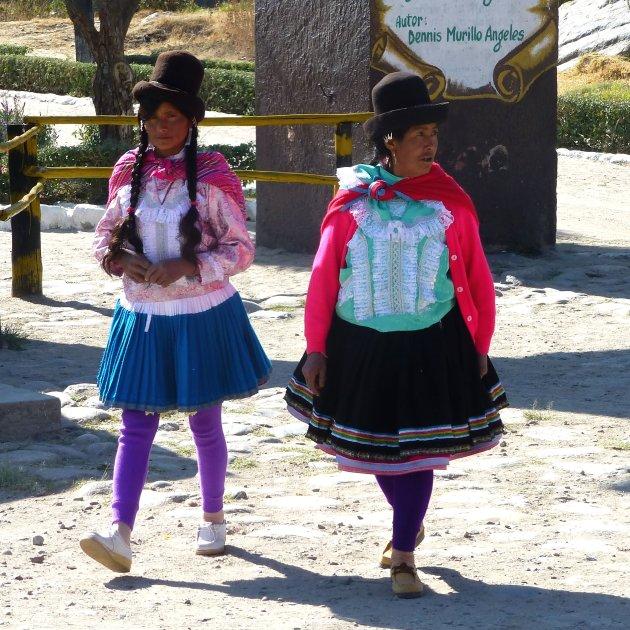 dames in traditionel kleding