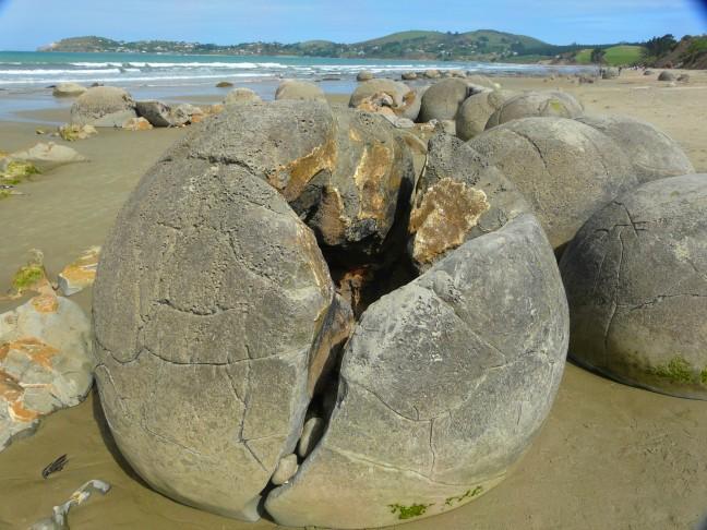 Moeraki Boulders.