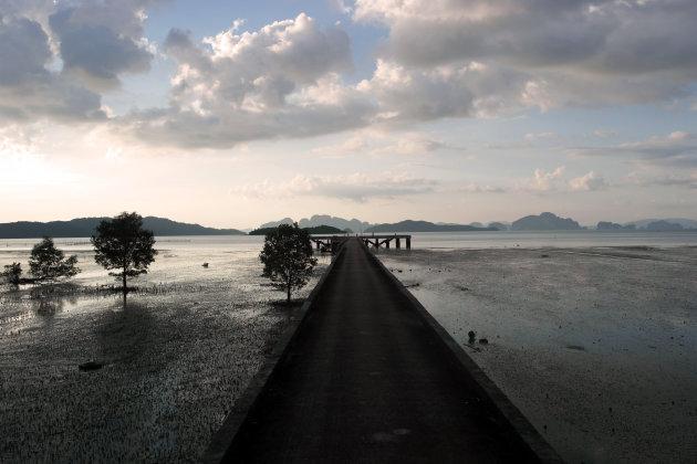Tot rust komen op een verlaten pier