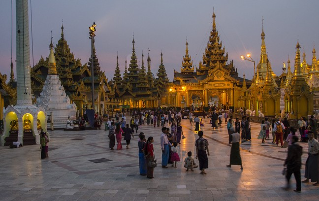 Shwedagon at night