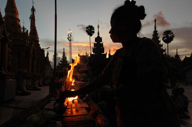 Shwedagon at night II