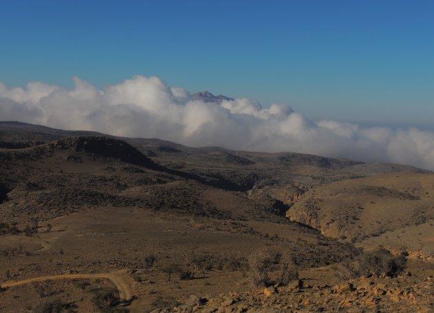 Jebel Shams in de wolken.