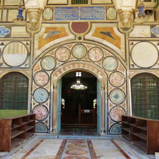 Ingang van de moskee