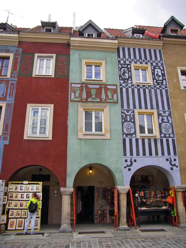 kleurige huizen aan de markt in Poznan