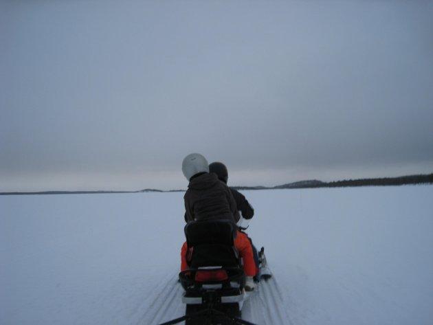 Over de bevroren meren zoeven