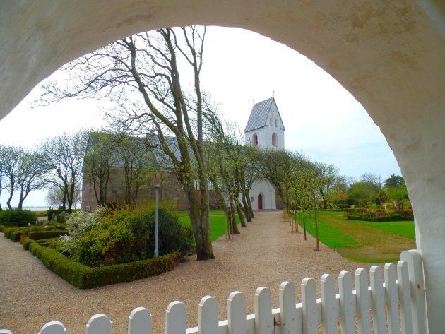 Kerkje nabij de Stadil-fjord.