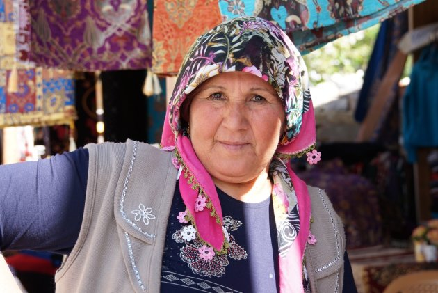 Souvenir verkoopster in Tarsus