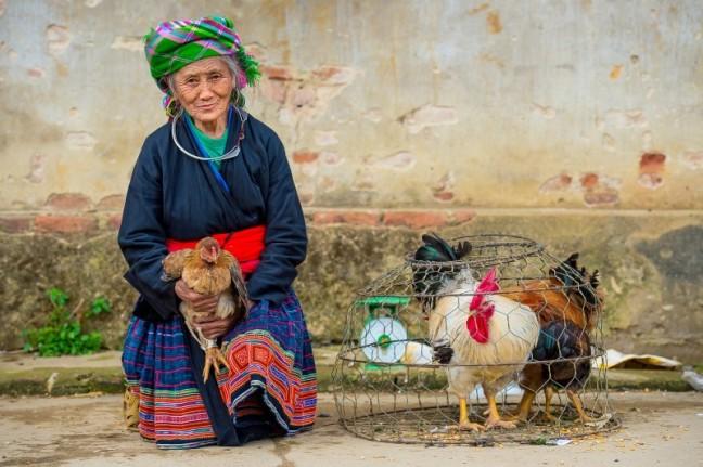 vrouw en kip