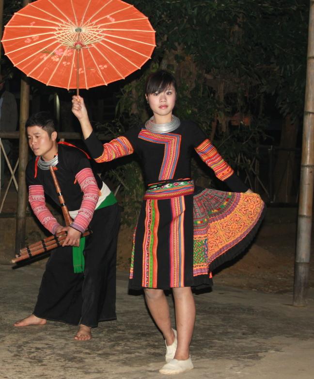 De dansers van Mai Chau