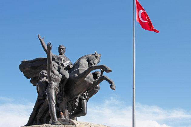 Standbeeld Atatürk