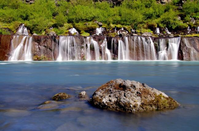 Lavawatervallen Hraunfossar
