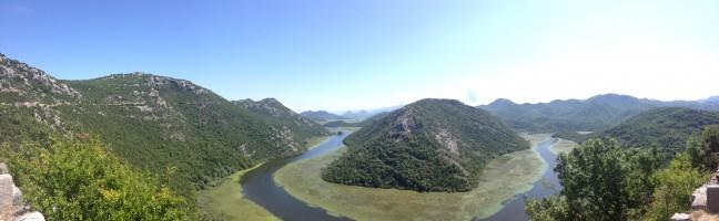 Rijeka Crnojevica; een natuurverschijnsel 10 km van het strand.