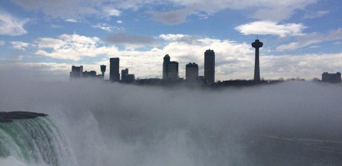 Canada in de wolken door Niagara Falls