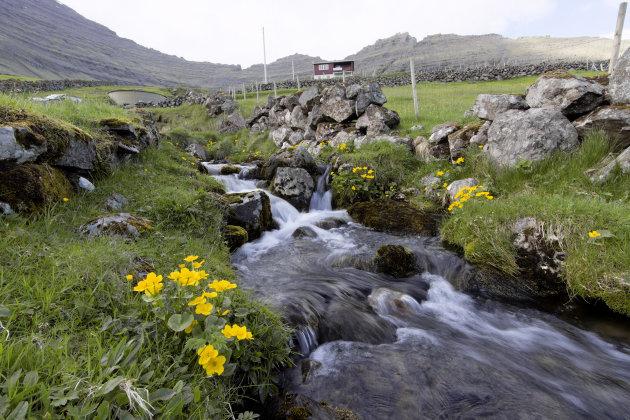 Een waterval bij Vidareidi