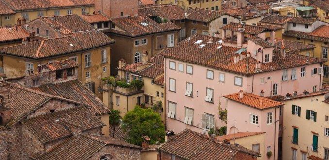 Lucca; ommuurde stad