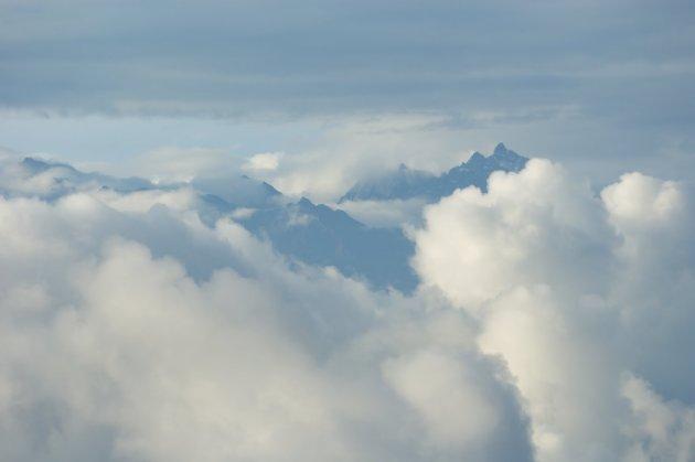 Himalaya met wolken