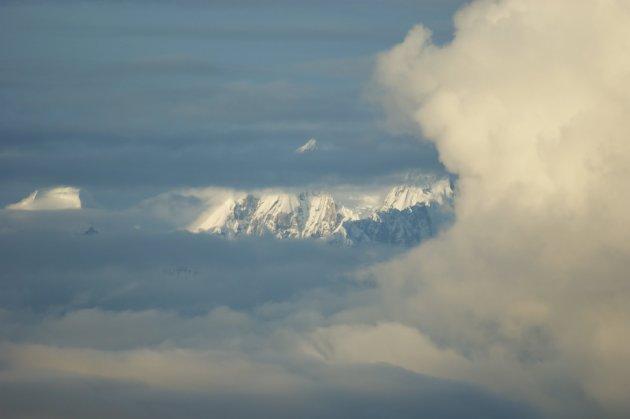 Himlaya in de wolken