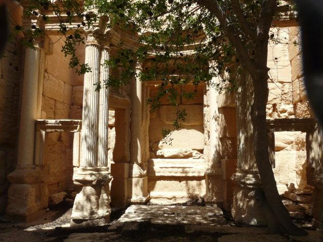 Interieur van de verwoeste Baal Shamin tempel