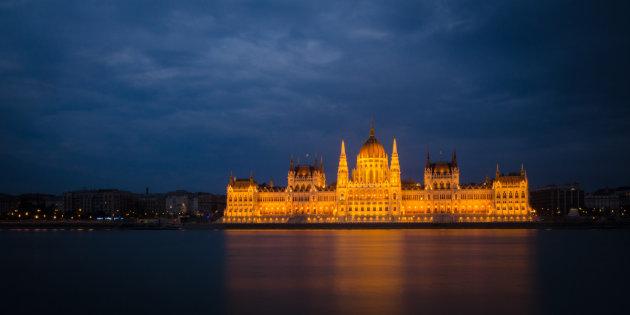 Het parlementsgebouw in volle glorie