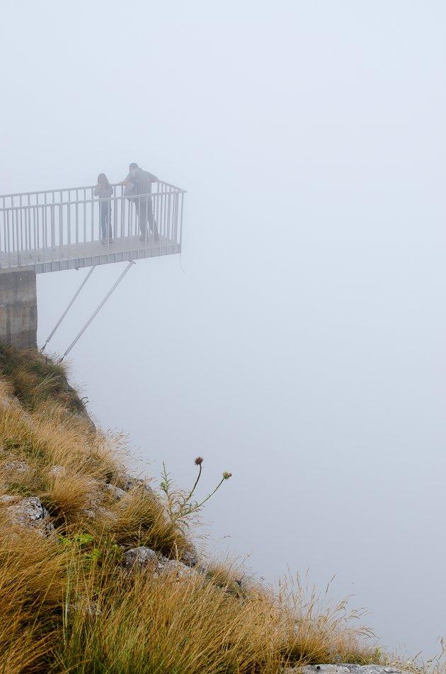 uitzichtpunt in de mist