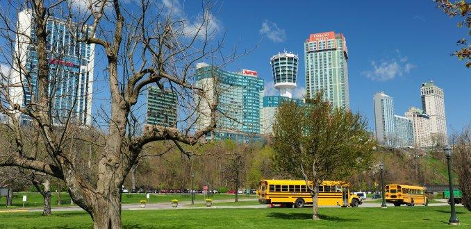 Schoolbus Queen Victoriapark