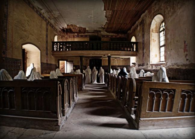 Luguber kerkbezoek
