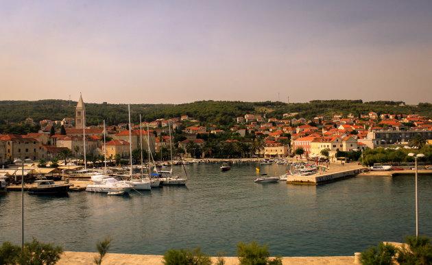 De haven van Supetar