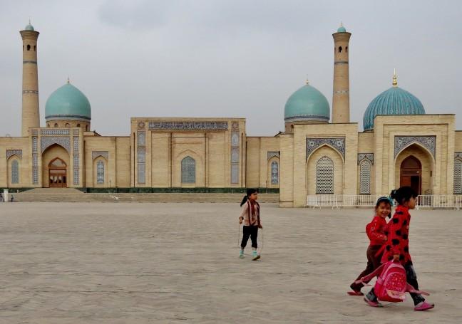 Spelen bij het Hazrat Imam complex