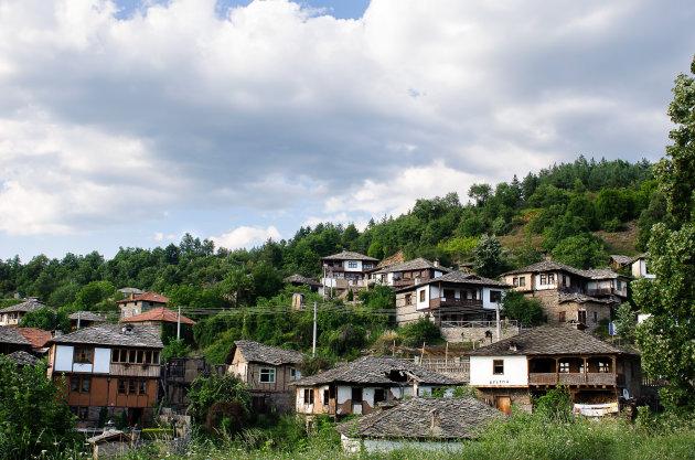Het dorp Leshten