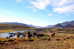 Paardrijden in een prachtig landschap
