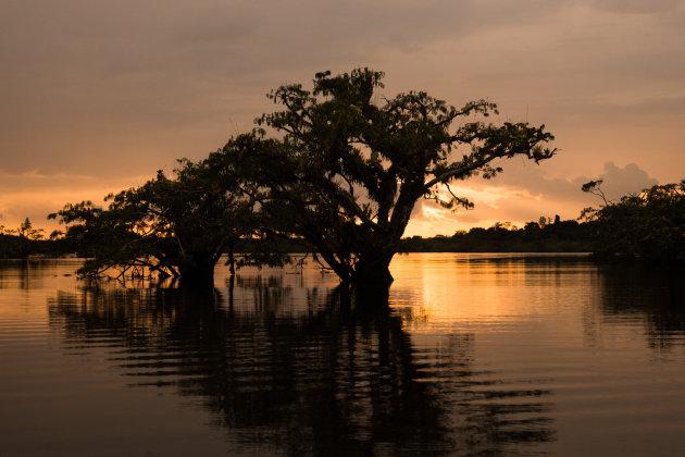 Koele duik met zonsondergang