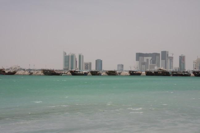 vissersboten voor de skyline