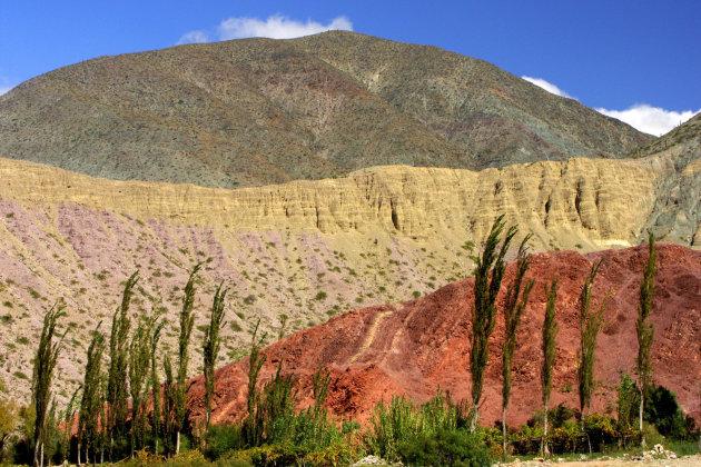 Genieten van de gekleurde bergen