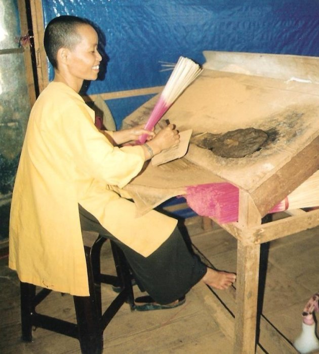 wierookstokjes maken in Vietnam