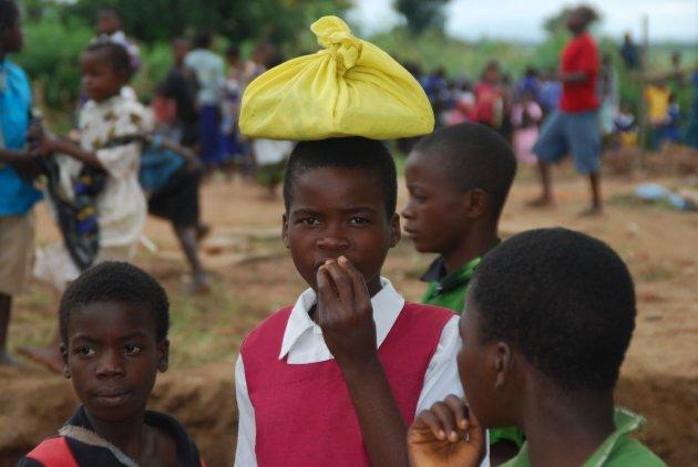 Schooltas op je hoofd