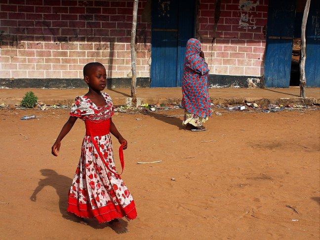 Dansend door de Straten in Tanzania