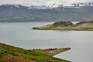 Vakantiehuisje aan een fjord in Eskifjordur