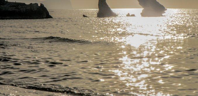 Terrasini, rotsen en strand