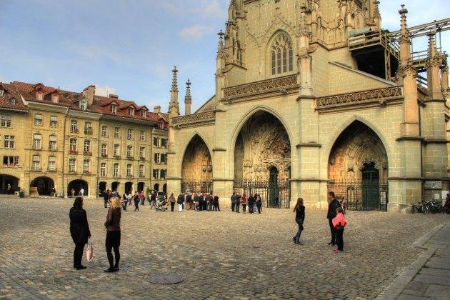 Voor de kathedraal in Bern