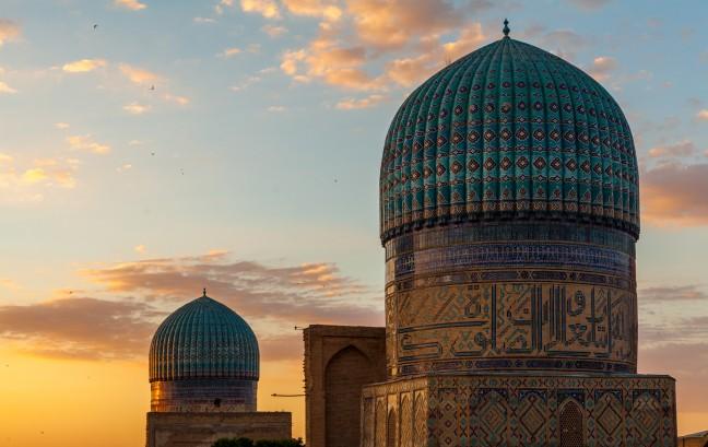De zon gaat onder in Samarkand