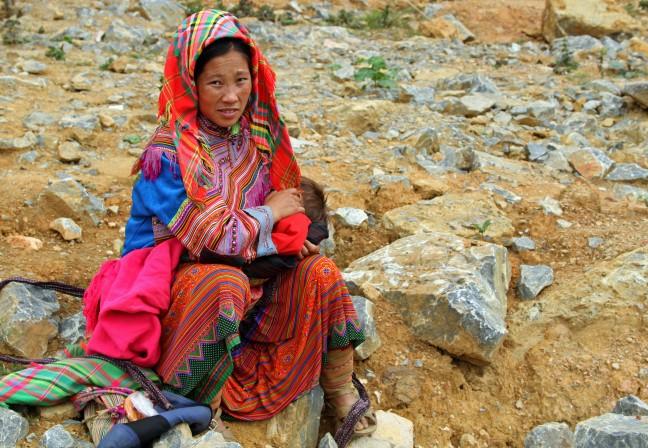 Flower Hmong moeder met jonge baby