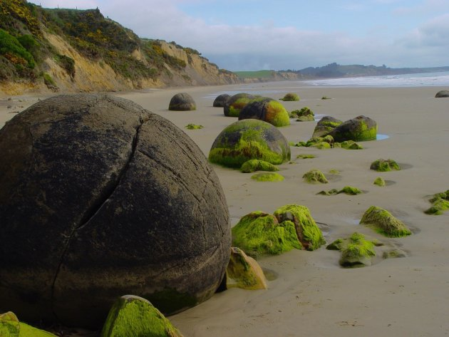 Keigaaf de Mouraki boulders