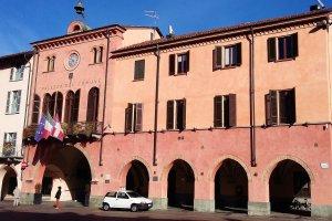Het kleurrijke stadhuis van Alba