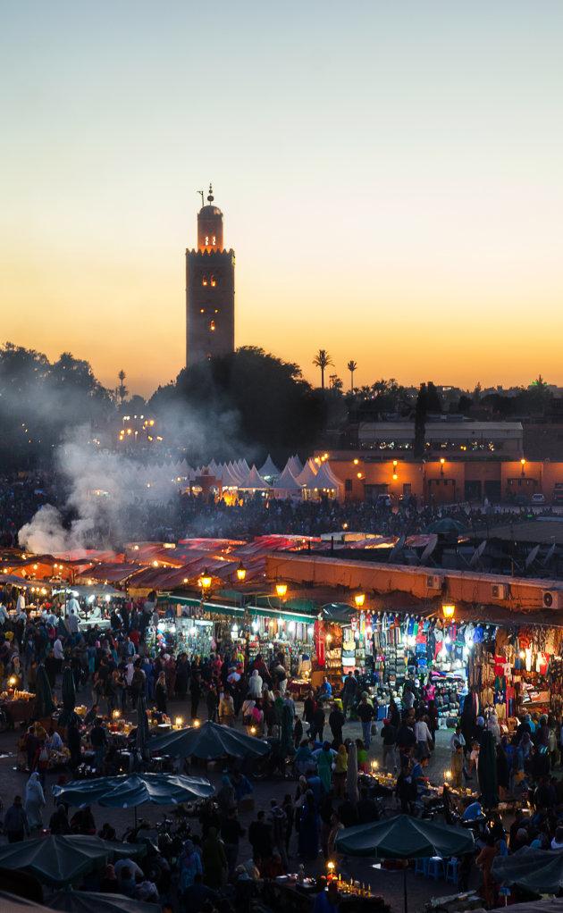 De zon gaat onder in Marrakech