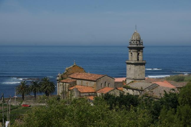 Kerkje aan de kust