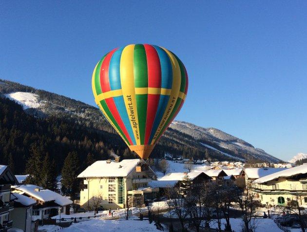 Luchtballon in de tuin