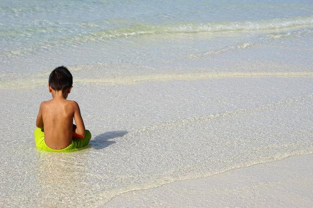 Beach boy op het strand van Boracay
