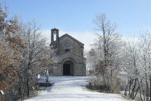 Sneeuwlandschap en de San Fermo kapel